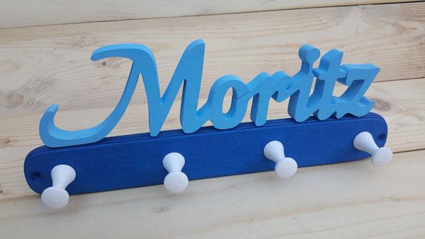 Kindergarderobe Holz Name hellblau Basis blau.jpg