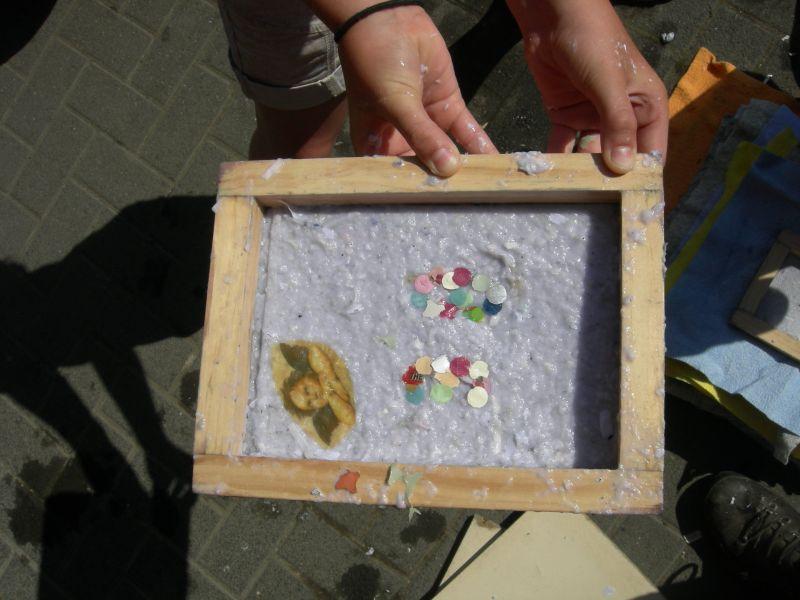 Papierschöpfen mit Kindern