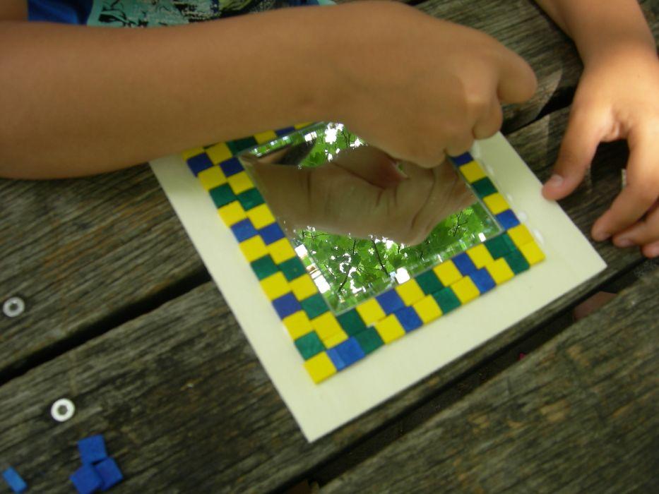 Spiegel mit Mosaiksteinchen gestalten